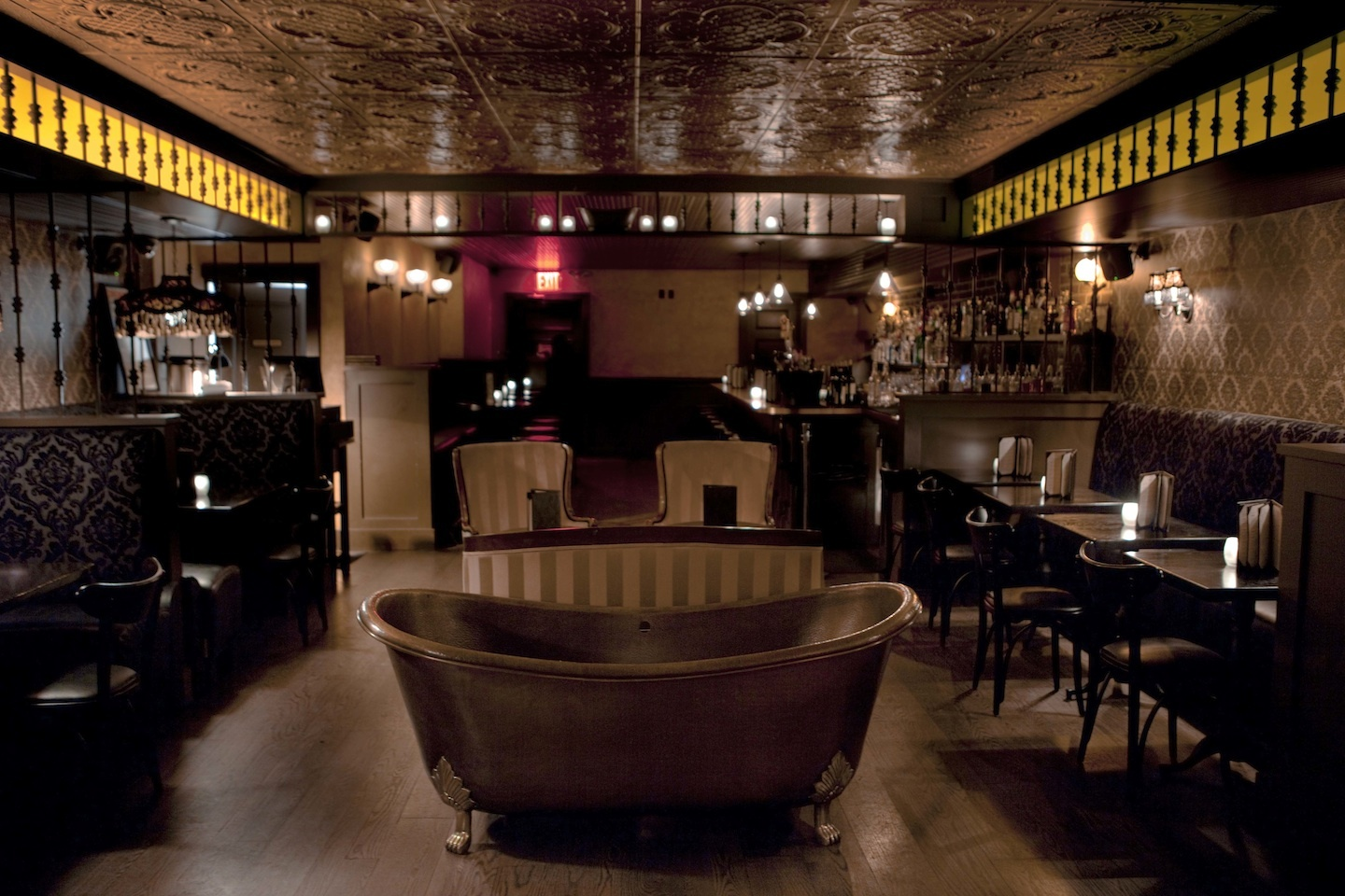 Bathtub gin a hidden speakeasy in the heart of new york for Bathrooms in nyc